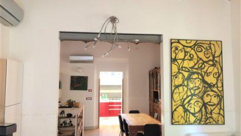 Bellissimo appartamento con giardino e posto auto privato in Mazzini